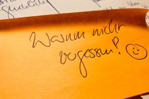 Post-it mit Text: Warum nicht vergessen