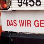 Straßenbahn mit Aufschrift: Das wir gewinnt