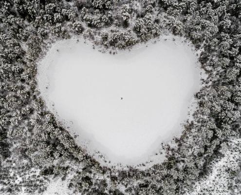 Ein See in Form eines Herzens
