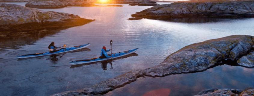 Kanufahrer in der Abendsonne